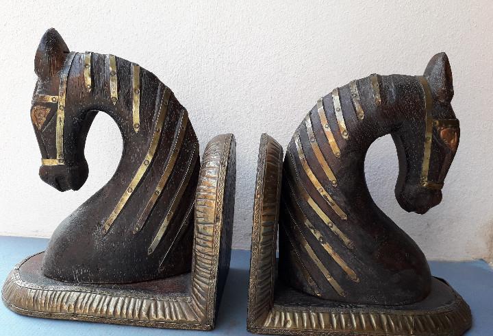 Sujetalibros de madera y laton, en forma de cabeza de