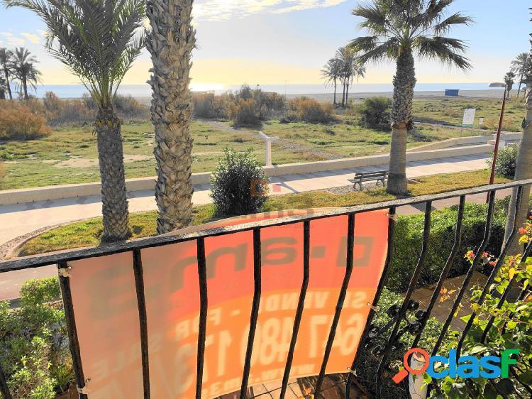 Chalet pareado situado en primera linea de la playa de Vera. Salida directa al Paseo Marítimo.