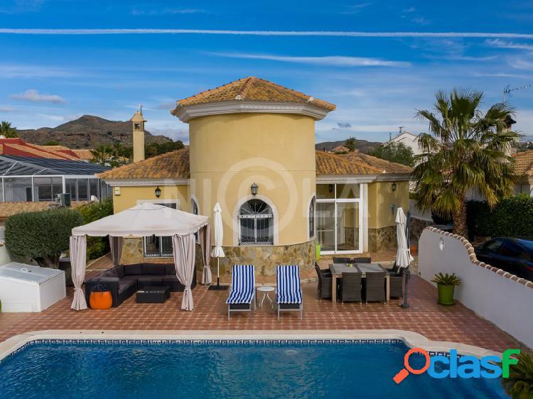 Villa con 3 dorm, 2 baños y piscina en partaloa (almería)