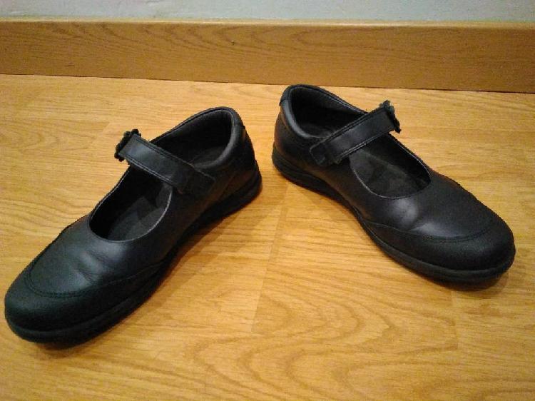 Zapato colegial de niña pablosky