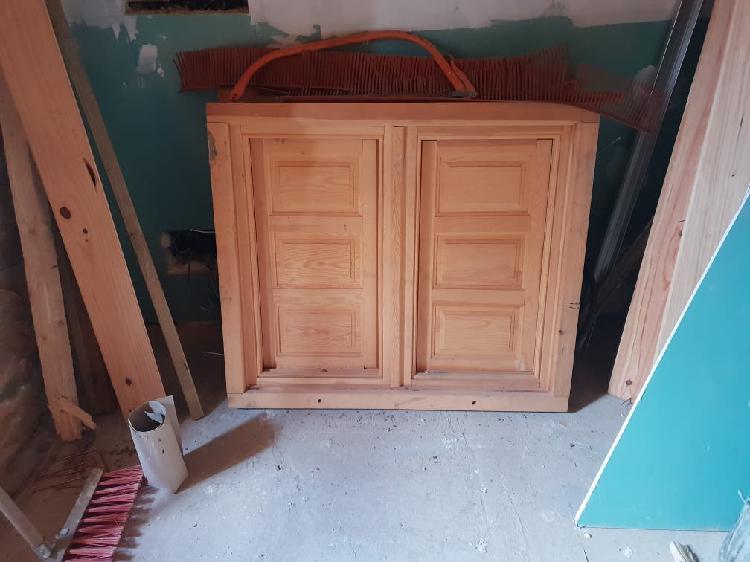 Se venden puertas y ventanas de madera