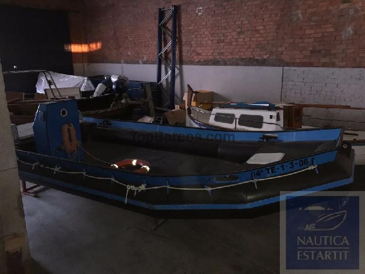 Barco de trabajo orzan 7 con cola