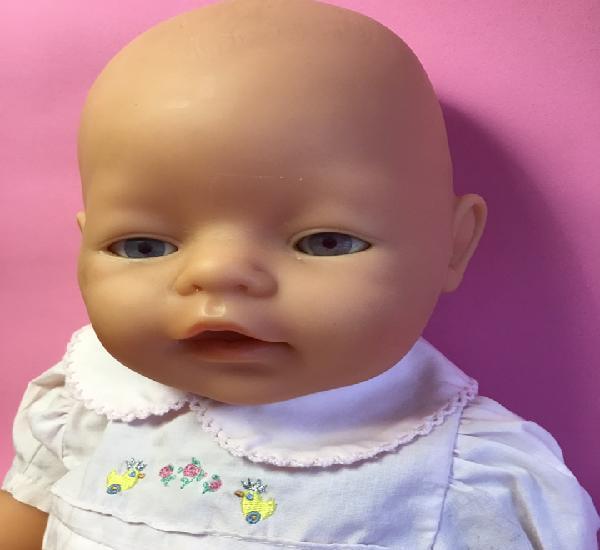 Baby born ojos rosas