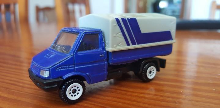 Camión siku iveco de transporte de mercancias. rf 0840.