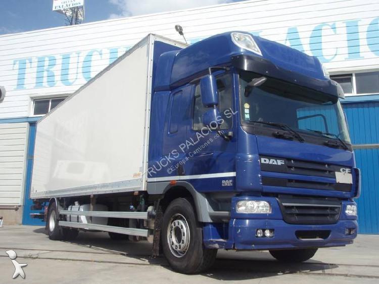 Camión daf furgón cf75 fa 310 4x2 euro 5 rampa elevadora
