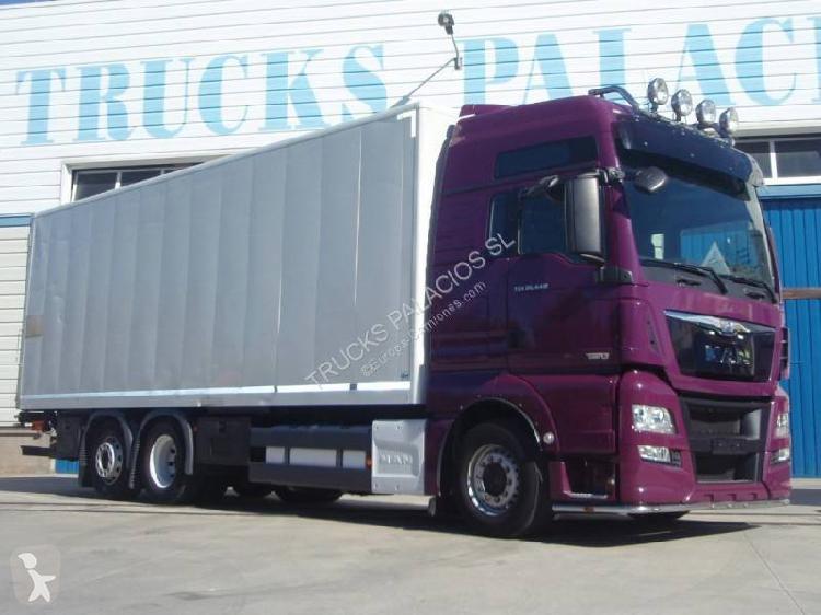 Camión man furgón tgx 26.440 6x2 diesel euro 6 rampa