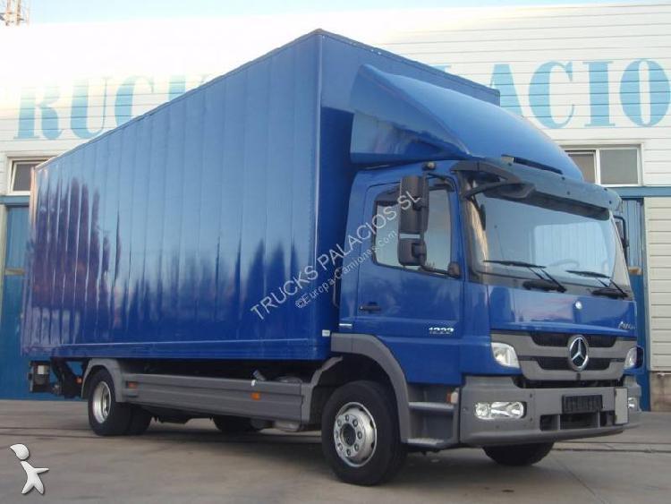 Camión mercedes furgón atego 1222 4x2 euro 5 rampa