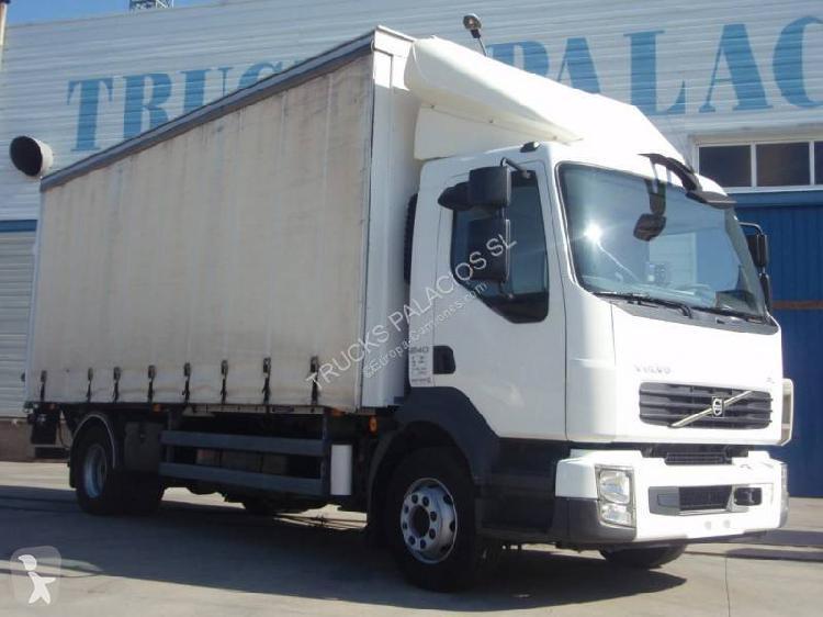Camión volvo lona corredera (tautliner) 4x2 euro 5 rampa
