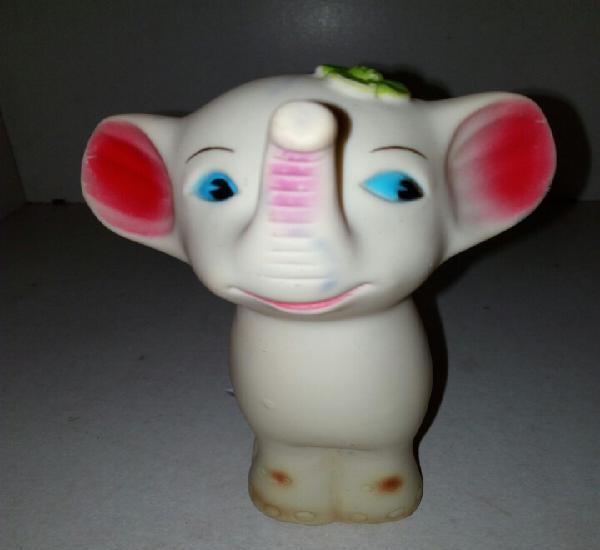 Elefante jugasa españa