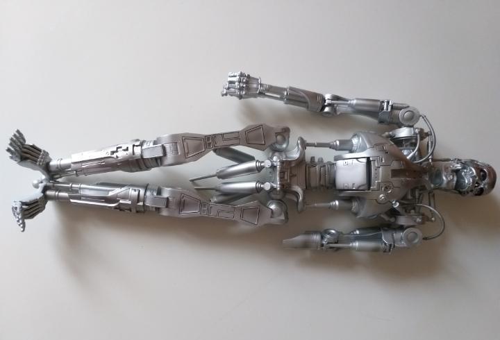 Esqueleto terminator. endoesqueleto. figura de acción.
