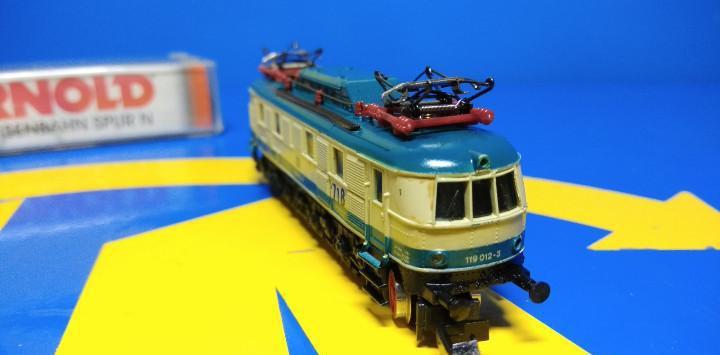 Locomotora escala n arnold 2452-sin uso-nuevo