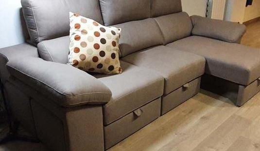 Sofá tres plazas, 'chaise long'