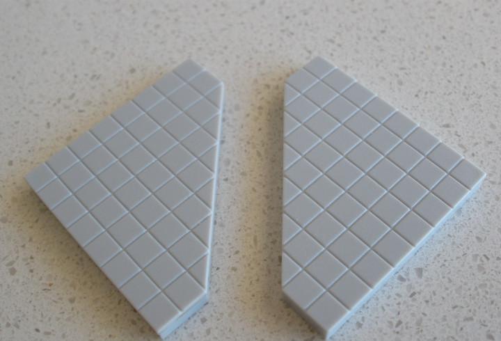 Tente lisa cuadriculada de 5 lados. color gris claro