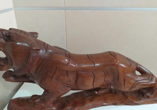 Tigre madera maciza de corea
