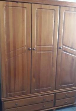 Armario de pura madera 3 puertas y gavetas