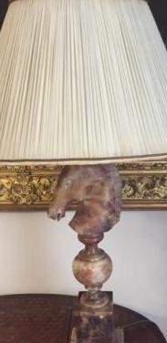 Impresionante lámpara de ónix y seda