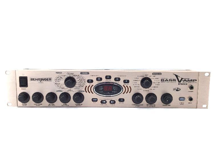 Multiefectos bajo behringer v-amp pro