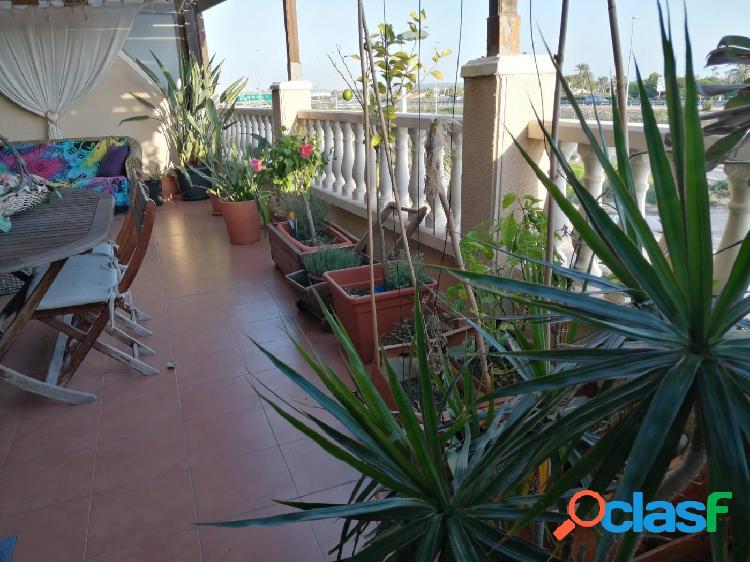 Estupenda vivienda con amplia terraza y dos plazas de garaje