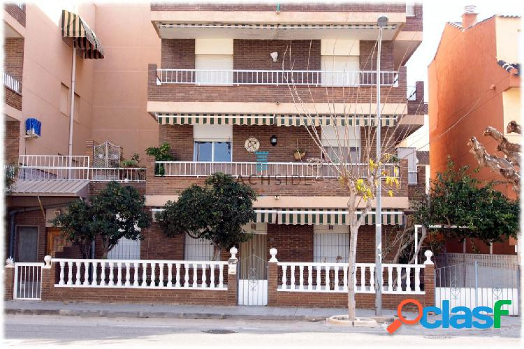 Exclusivo apartamento junto al mar.