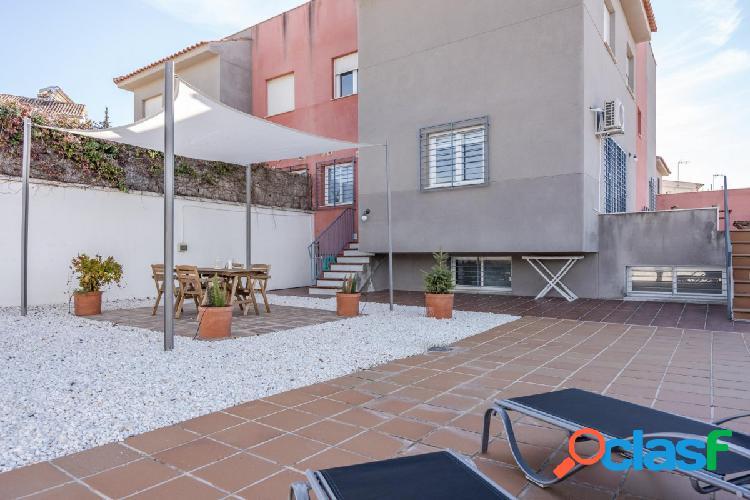 Chalet pareado con 4 habitaciones, 3 wc, amplio semisótano y parcela con vistas despejadas