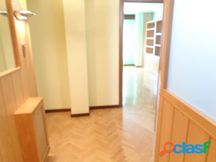 Luminoso y Amplio Apartamento en Pleno Centro de la Ciudad, junto Fuente Dorada de 1 habitación 3