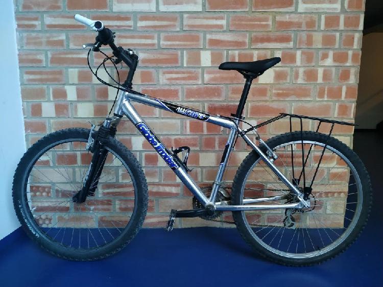 "Bicicleta mountain bike 26"" tamaño adulto."