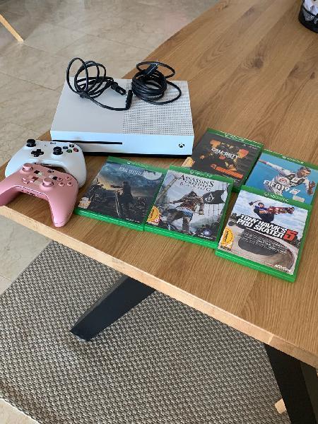 Xbox one con 500 gb de memoria, dos mandos y juego