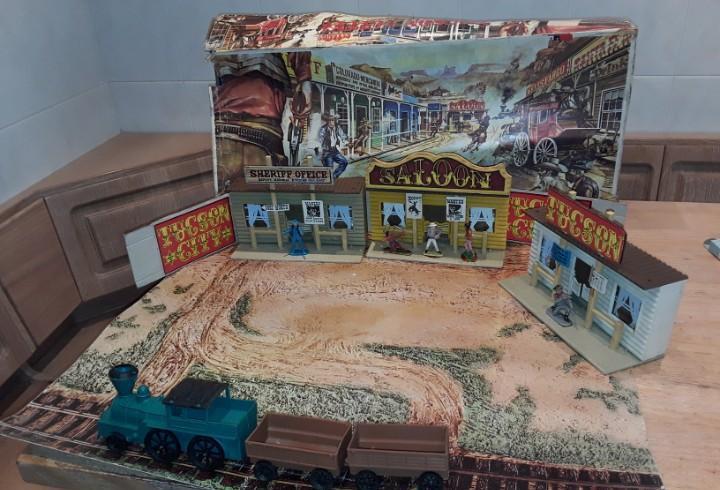 Antigua caja oeste americano tucson city, con diorama.