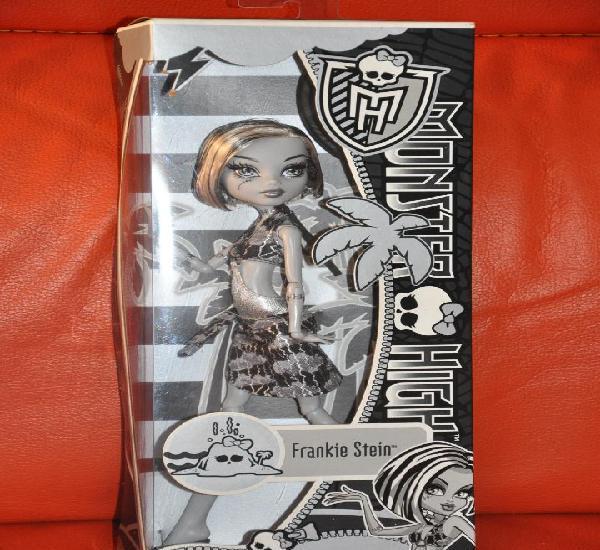 Monster high frankie stein black and white, primera edicion,