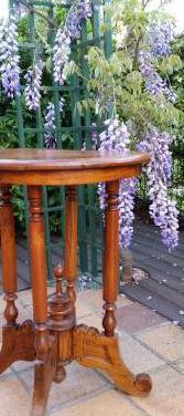Mesa auxiliar de madera de teca