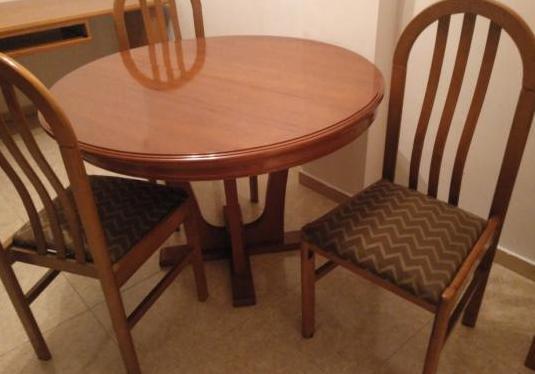 Mesa comedor madera maciza.