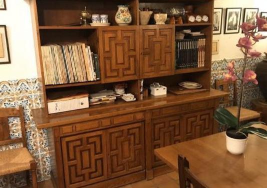 Mueble librería con mesa extraible
