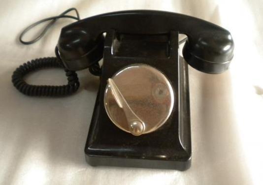 Teléfono antiguo baquelita