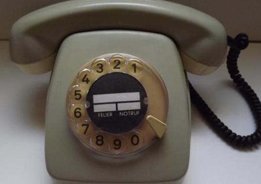 Teléfono antiguo con dial