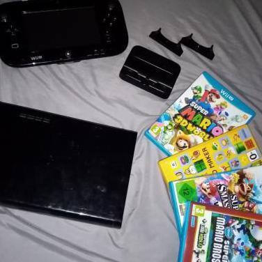 Wii u (32gb) y cuatro juegos.