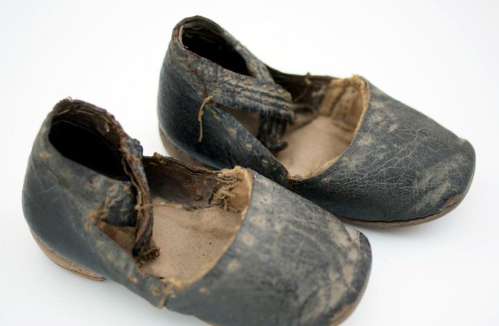 Zapatos de cuero para muñeca de porcelana - s. xix