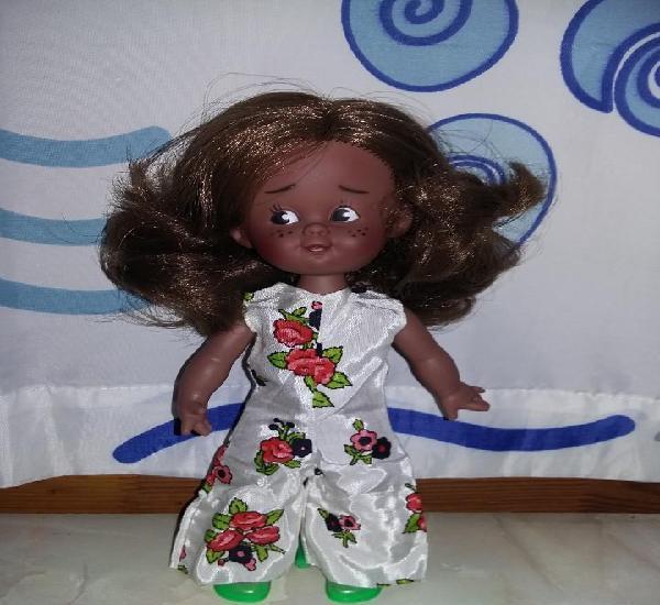 Graciosa muñeca juanita de colección parecida a cuca nueva