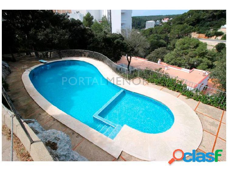 Chalet adosado dividido en dos viviendas al lado de la playa de cala galdana con piscina comunitaria