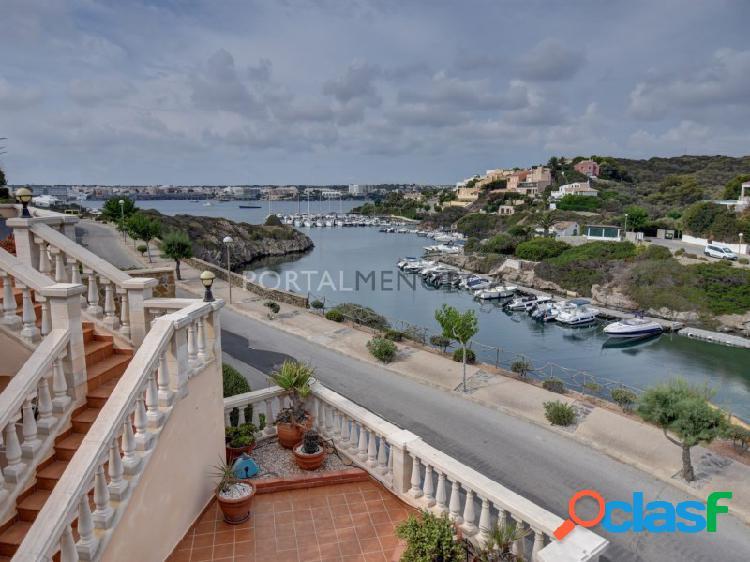 Bonito chalet con vistas al puerto de mahon, de tres dormitorios y tres baños en cala llonga