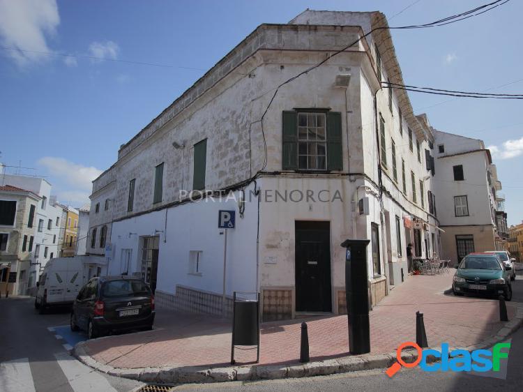 Edificio entero del siglo xviii, plaza bastion, ideal hotel interior