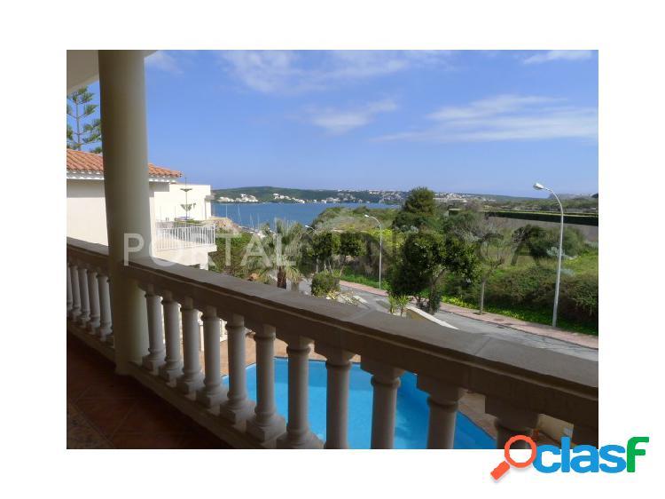 Chalet con piscina y vistas al puerto de mahón