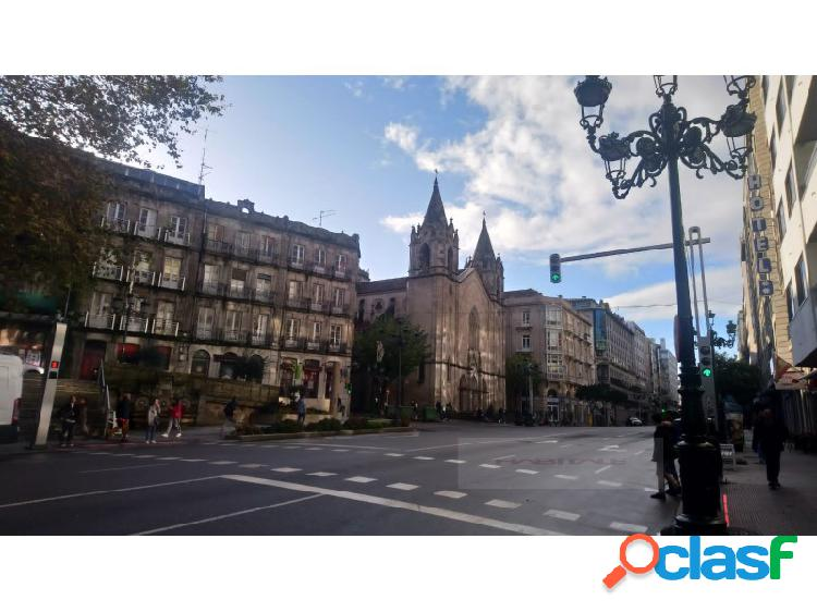 ¡señorial piso en edificio historico,4 balcones,zona arenal,208m2,11 estancias,,techos altura 3m,vivienda o oficina!