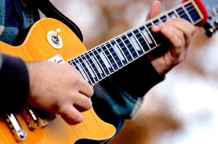 Clases de guitarra, bajo, y música