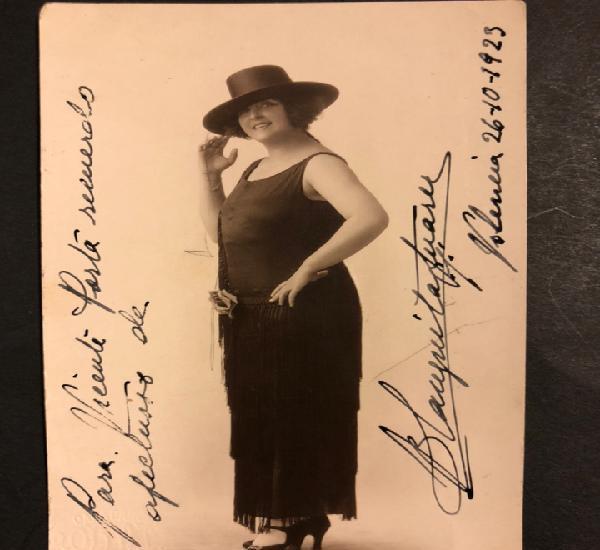 Foto con autógrafo de la actriz y cantante Blanquita