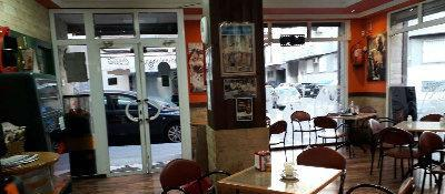 Se traspasa cafetería-bar en pleno funcionamiento, con gran