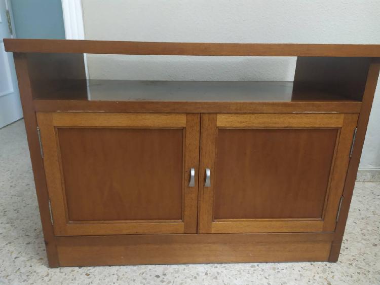Vendo mesa de tv de madera maciza.