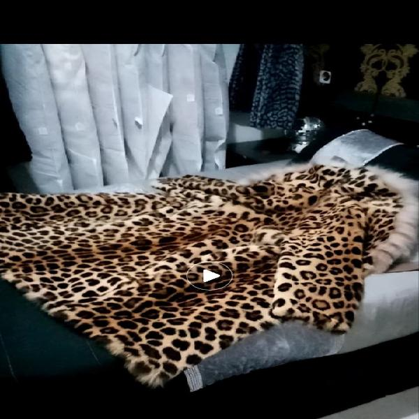 Abrigo piel leopardo con cuello lince ruso