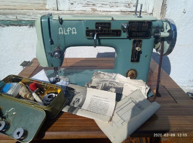 Máquina coser alfa, a pedal