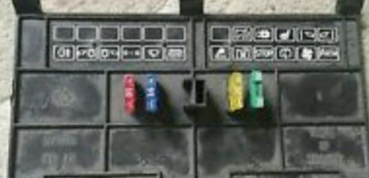 Tapa de fusibles renault 5