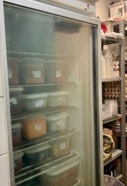 Congelador vertical con puerta de cristal